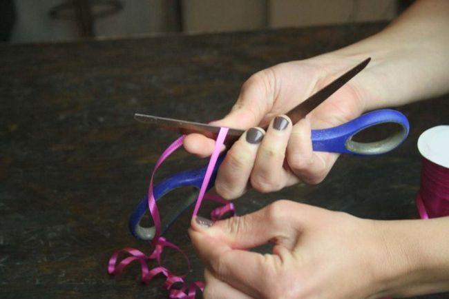 Cómo hacer un arco de la cinta que se encrespa   Bricolaje Curly Arcos
