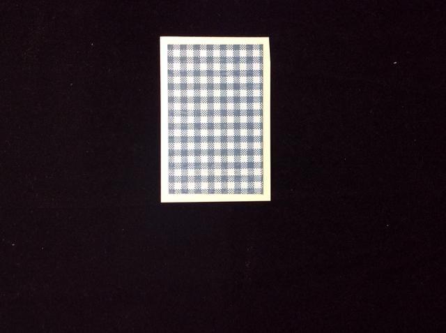 Cortar una estera de papel de tarjetas 3 x 2 pulgadas y estera de papel 2 3/4 x 1 3/4 pulgadas se adhieren entre sí.