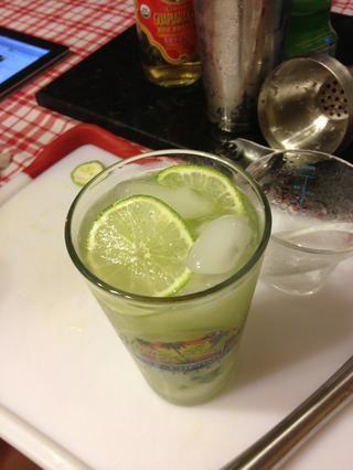 Añadir hielo adicional para rematar el vidrio.