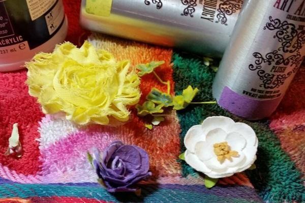 Siguiente empecé coloreando mucha tela misceláneos y flores utilizando coloración's.. This is why I always try to buy white flowers
