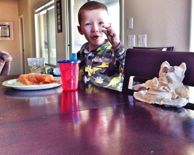 Mi hijo llama a sus nuevas Stuffies oso. Le gusta comer con Stuffies. ¡DISFRUTAR! -)