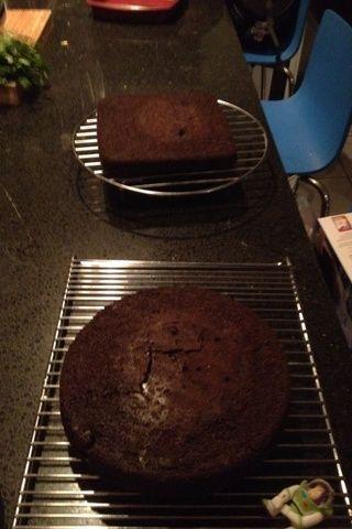 Una vez que sus tortas son respaldados dejar que se enfríe