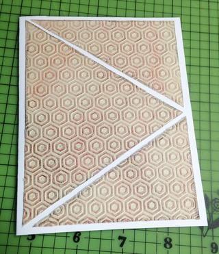 cortar piezas, los bordes de socorro con crayón negro y se adhieren a la parte delantera de 4 1/4