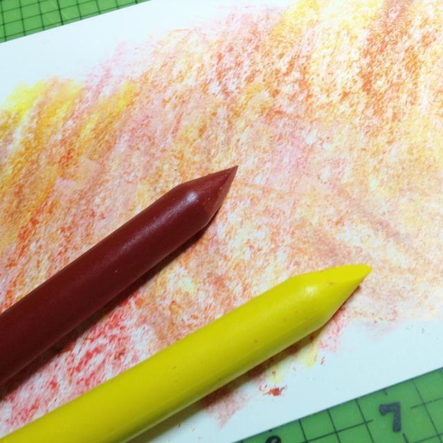 agregar más garabatos con lápices de colores marrones y amarillos ...