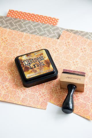 Añadir 2 hojas de papel gráfico 45 Ilusión Un misterioso cuento de Grand (tamaño de cada 14,5 / 17,5cm.) Utilice la almohadilla de tinta de socorro para que los viejos de los bordes.