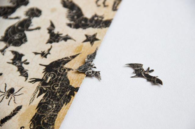 Ohh! ¿Cómo podríamos olvidarnos de los murciélagos de Gráfico 45 Un misterioso cuento de correr y esconderse de papel!