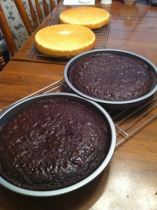 Deje que los pasteles se enfríen completamente.