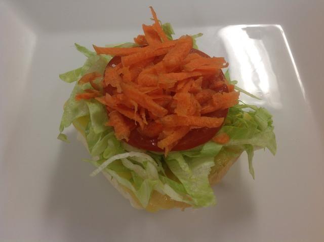 Cubrir con la zanahoria rallada.