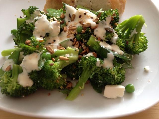 La ensalada es también buena rociada con algunas semillas mezcladas. ¡Disfrutar!