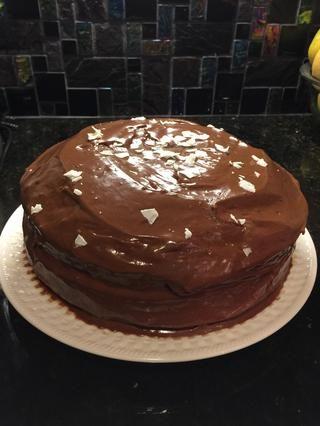 Entonces las heladas del pastel y añadir cualquier coberturas que te gusta. (He añadido copos de coco)