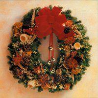 Aquí está una corona natural Elegancia de Navidad completado.