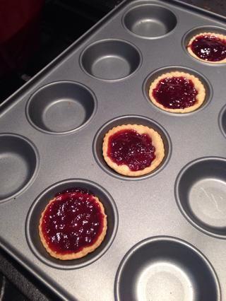 Hacer un poco de tarta de mermelada con cualquier izquierda sobre pastelería !! (cocineros tratan!)