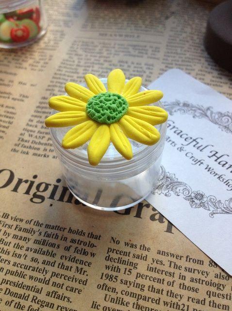 Cómo hacer un crisantemo Box Arcilla