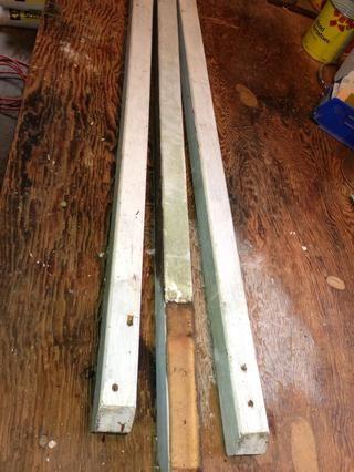 Para las piernas, he usado barras de cedro viejos desde una cubierta de edad. También puede utilizar la madera nueva también.