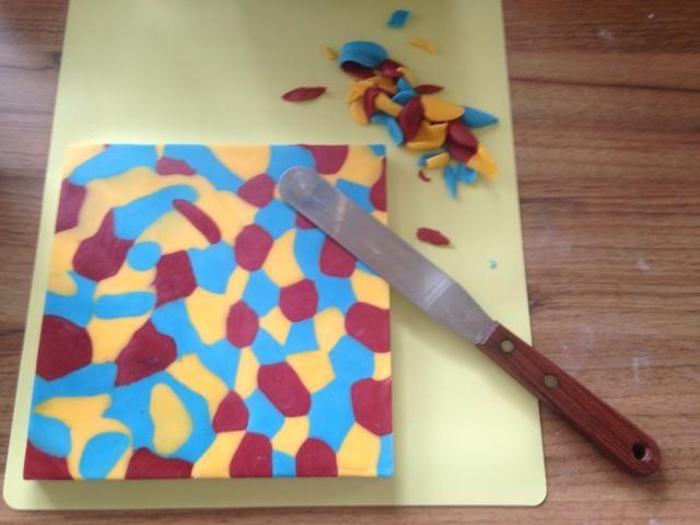 Recorte los bordes con un cuchillo de paleta