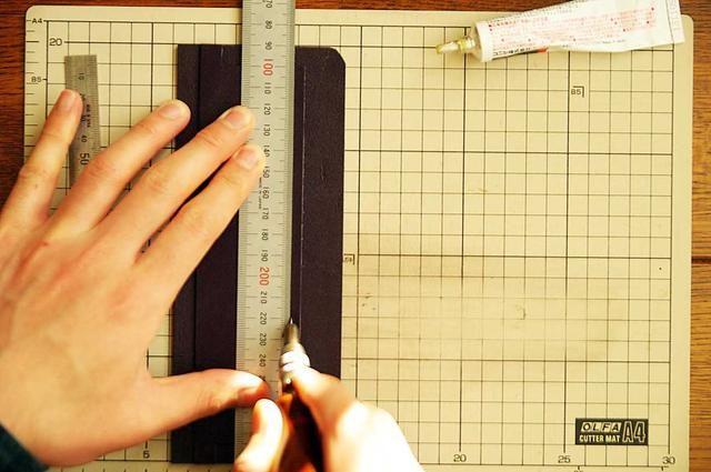 Dibuja una línea para mostrar la costura line.At este tiempo, trace una línea alrededor de 0,1 pulgadas de distancia de la línea de costura del borde.