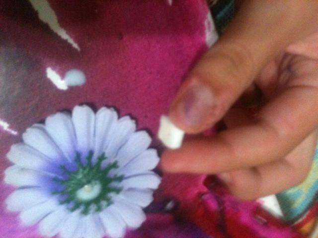 Corte de pequeños trozos de este tipo para las flores para pegar en