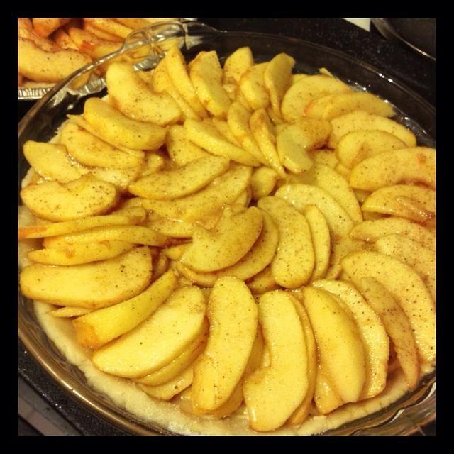 El jugo de las manzanas hacen, simplemente llovizna en la parte superior. Todo listo para el horno. 450 horno de grado durante 10 minutos. Reduzca el fuego a 400 grados, hornear durante 25-30 minutos.