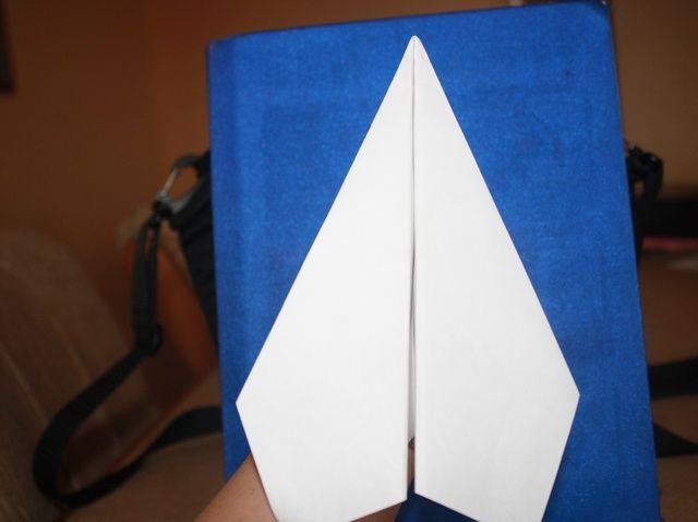 Fotografía - Cómo hacer un avión de papel Dart