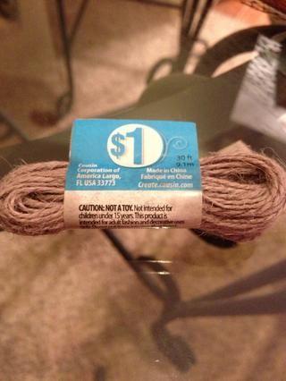 Usa tu cuerda o cinta o rafia para envolver alrededor de los palos. Acabo de recibir un poco de guita barato.