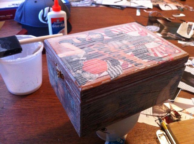Esta es la caja después de 1 capa. Después de la capa se vuelve clara y seca, aplicar 4 o más capas hasta que la superficie es suave al tacto.