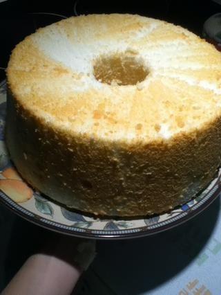Voy a voltear mi pastel en dos ocasiones, por lo que sale con la parte superior, así, en la cima! Usted puede optar por dejarlo con la parte inferior hacia arriba se ve igual de bien.