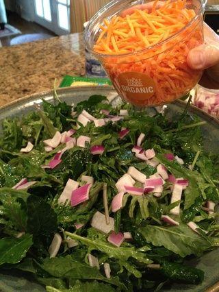 Añadir 1 taza de zanahorias ralladas.