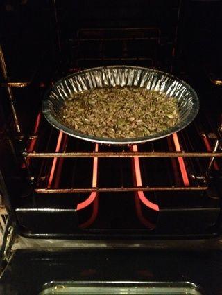 Ponga las semillas en el horno a 350 * C durante aprox. 7 tostadas minutos- a sus preferencias personales!