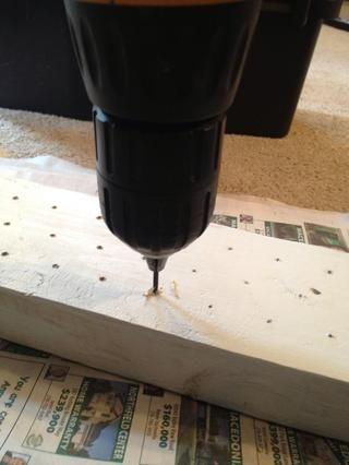 Perforar tal vez solo a la mitad del camino de la broca. Yo eyeballed ella, pero usted puede marcar su granito de arena con cinta para mantenerse consistente.