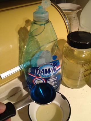 Esta es MANERA demasiado jabón para lavar platos, aprendí de la manera difícil. Nos llevó una eternidad para limpiar de mi fregadero con esta cantidad de jabón. La próxima vez que me'll use 1/4 tsp or less. Maybe 3-4 drops.