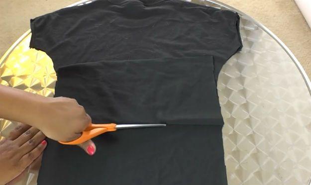 Echa un vistazo a cómo hacer un DIY camisa de perro | Proyectos DIY mascotas en http://artesaniasdebricolaje.ru/diy-dog-shirt-diy-pet-projects/