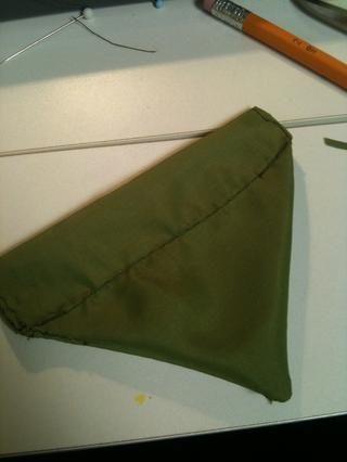 Última necesita para coser a través de la bandana en los fondos de los dos agujeros para que sea fácil de deslizar el collar a través.