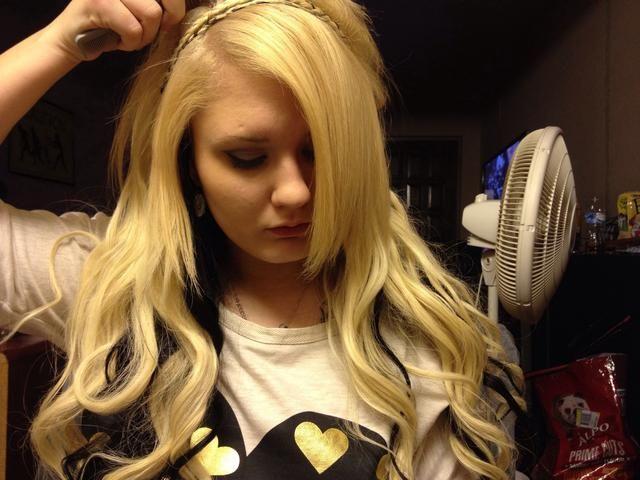 Peine el cabello que había tomado el pelo sólo para dominar a su gusto.