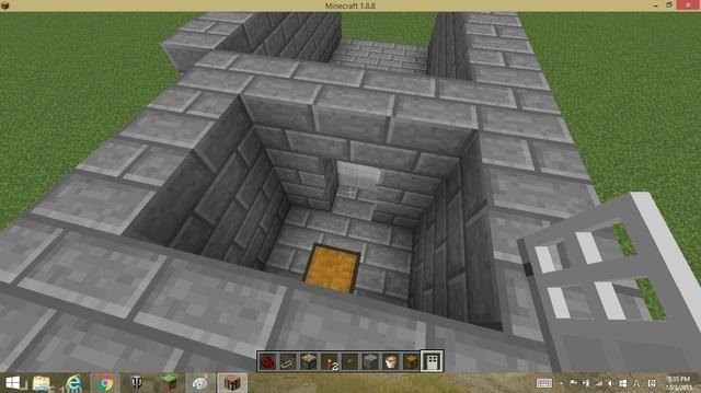 Ahora, coloque una puerta de hierro junto al botón y hacer que una habitación pequeña y poner un pecho. que hará que el jugador botón para presionar.