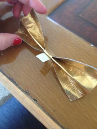 Envuelva su cinta adhesiva alrededor de ella