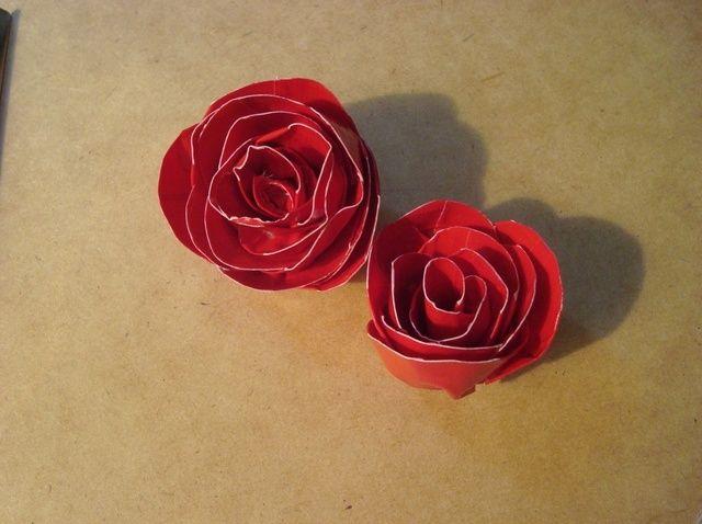 Cómo hacer una rosa de la cinta aislante