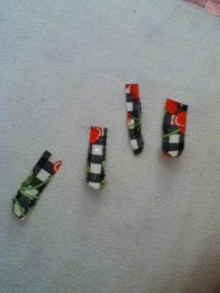Prep cuatro piezas de su color billetera / diseño original.