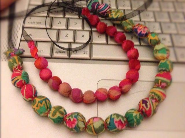 Cómo hacer un collar de bolas Cubierta De Tela