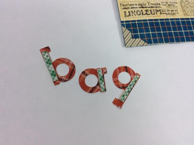 Coloque adhesivo 3-D en la parte trasera de