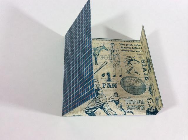 Con el diseño del collage azul y crema de la base de tarjetas (Cheer On) hacia arriba, la base de la puntuación de 2