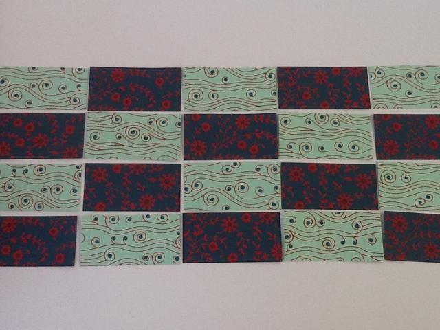 Coloque sus banderas: Estoy utilizando 20 indicadores que son 2 pulgadas por 4 pulgadas dispuestas en cinco columnas y cuatro filas.