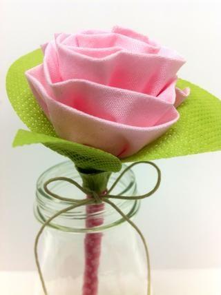 Añadir cinta floral y cordel para rematar. Para más ideas, visite mi blog en eileenhull.blogspot.com