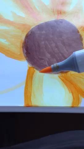Y ahora hacer lo mismo que hizo la primera vez, pero con la naranja mediana (se puede añadir un punto en el medio como yo)