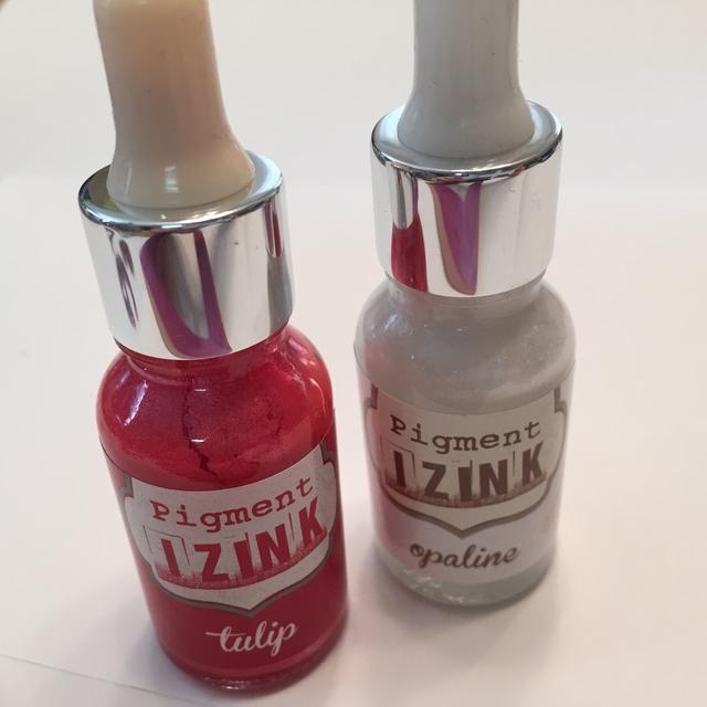 luego mezclar un poco de opalina con Tulip Izink y aplicar suavemente alrededor del marco para agregar algunos toques de luz.