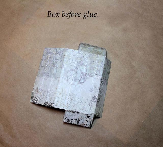 Caja plegada antes de pegar. Usé papel Glamour y Grunge Estudio de la Naturaleza de las dos cajas.