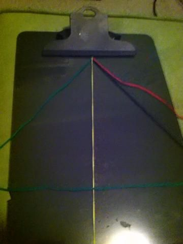 Después de eso yo'm going to do what i did in the video twice on each string with the green then ill switch to the yellow then black then red. And it will look like this...(: