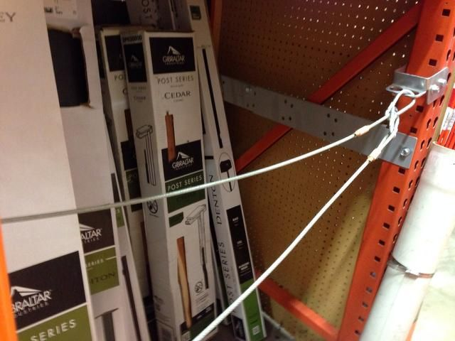 Escoja un post, también. Un poste de madera le permite adjuntar macetas a la misma.
