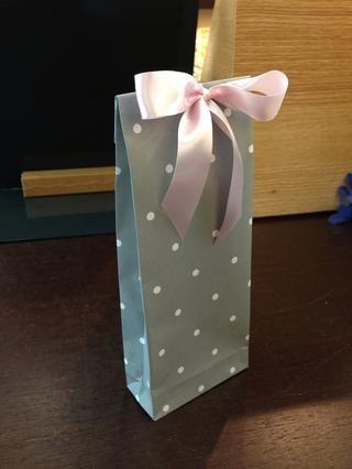 Y decorar con cinta o papel flores (usar mi papel tutorial flor). usted're done!:)