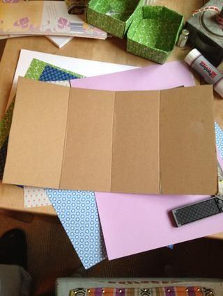Ancho de la medida de sus cajas de papel y de altura y se pliegan a su caja de cartón en 4 rectángulos, como este.