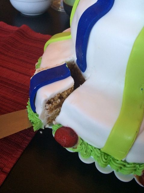 Cómo hacer un sin gluten pastel de 3 niveles con su hijo (s) Receta